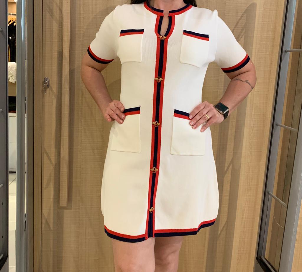 vestido curto em linha