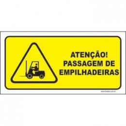 Atenção passagem de empilhadeiras