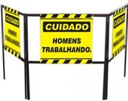 Cavalete biombo - Homens trabalhando