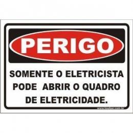 Somente eletricista pode abrir o quadro de eletricidade