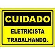 Eletricista Trabalhando