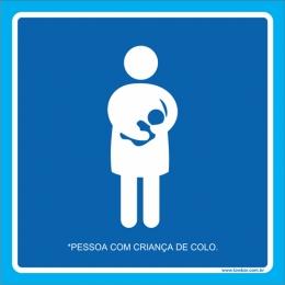 Placa pessoa com criança de colo