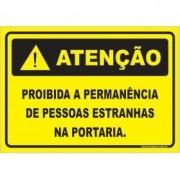 Proibido a permanência de pessoas estranhas