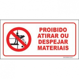 Proibido atirar ou despejar materiais