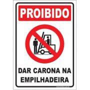 Proibido dar carona na empilhadeira