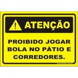 Proibido jogar bola no pátio