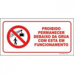 Proibido permanecer debaixo da grua