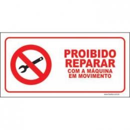 Proibido reparar com a máquina em movimento