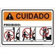 Proibido subir empilhadeira