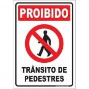 Proibido trânsito de pedestres