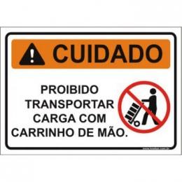 Proibido transportar carga com carrinho de mão