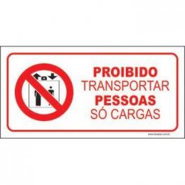 Proibido transportar pessoas só cargas