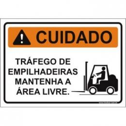 Tráfego de empilhadeiras mantenha a área livre