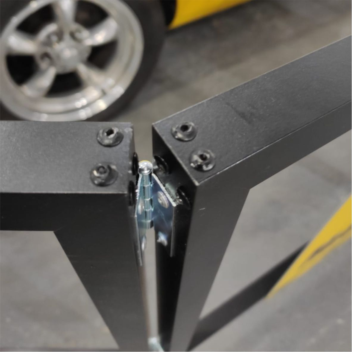 Cavalete biombo - Máquina em conserto  - Towbar Sinalização de Segurança