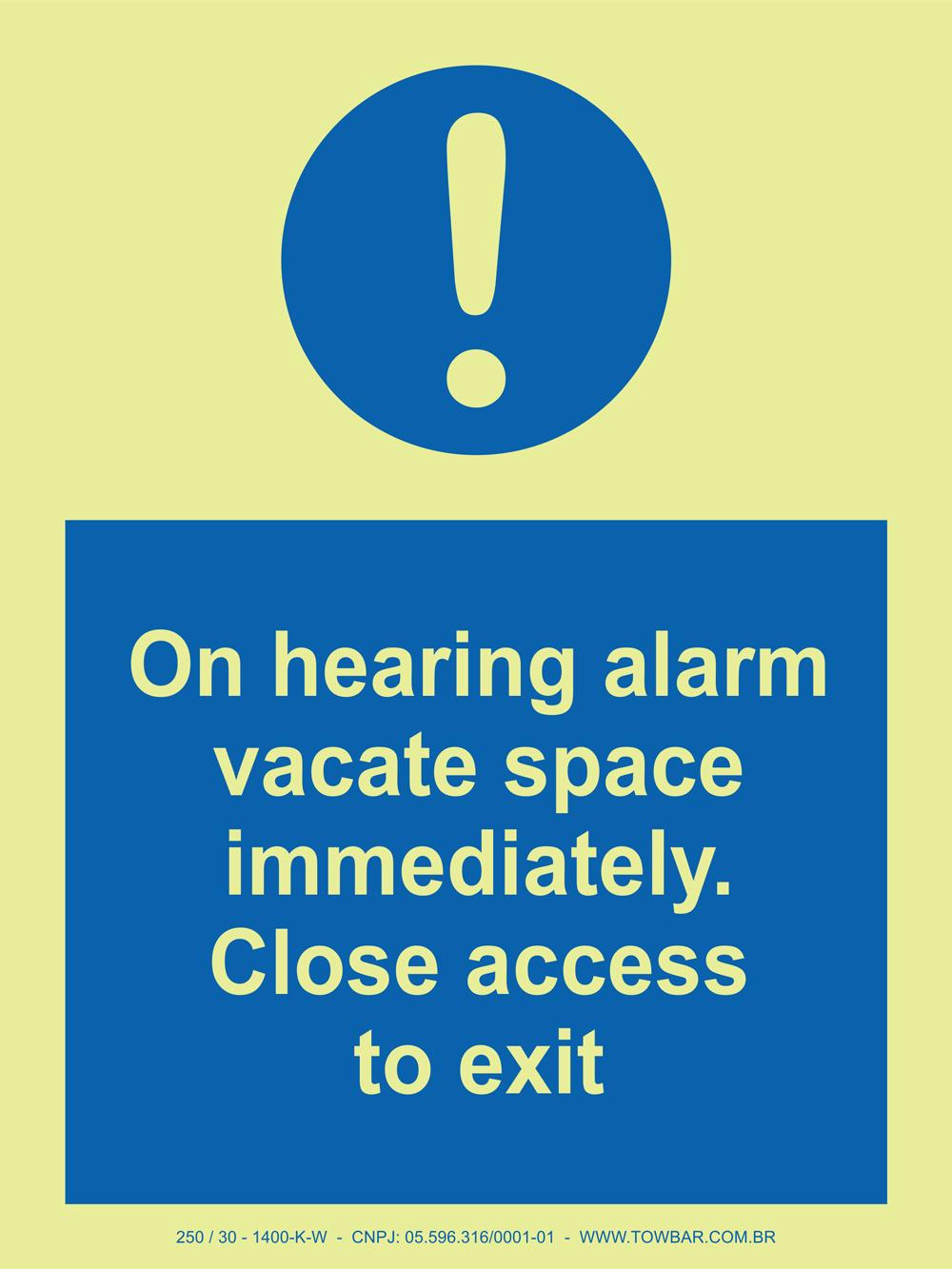 On hearing alarm vacate space immediately. Close access to exit  - Towbar Sinalização de Segurança