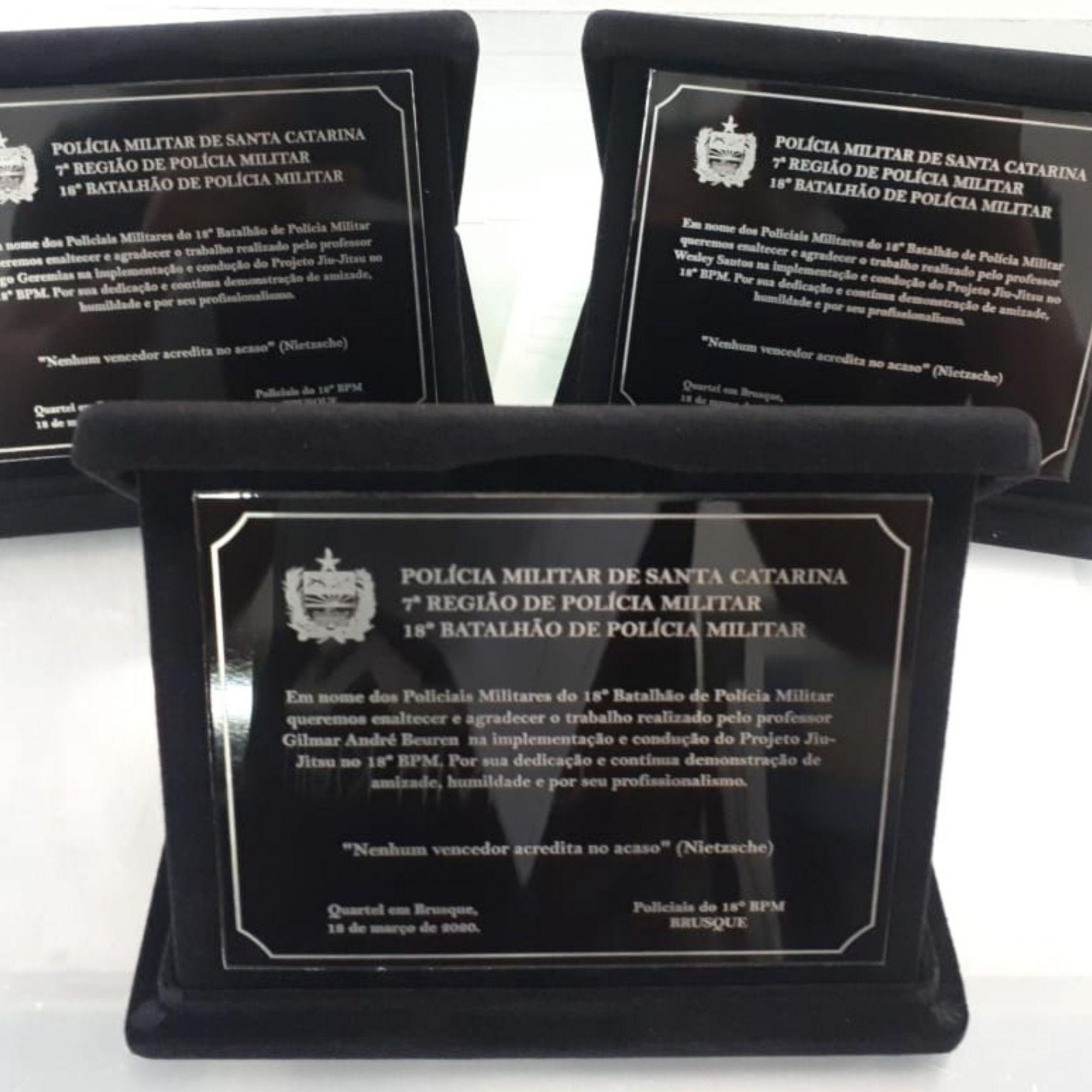 Placa de Homenagem em ACM gravado com estojo  - Towbar Sinalização de Segurança