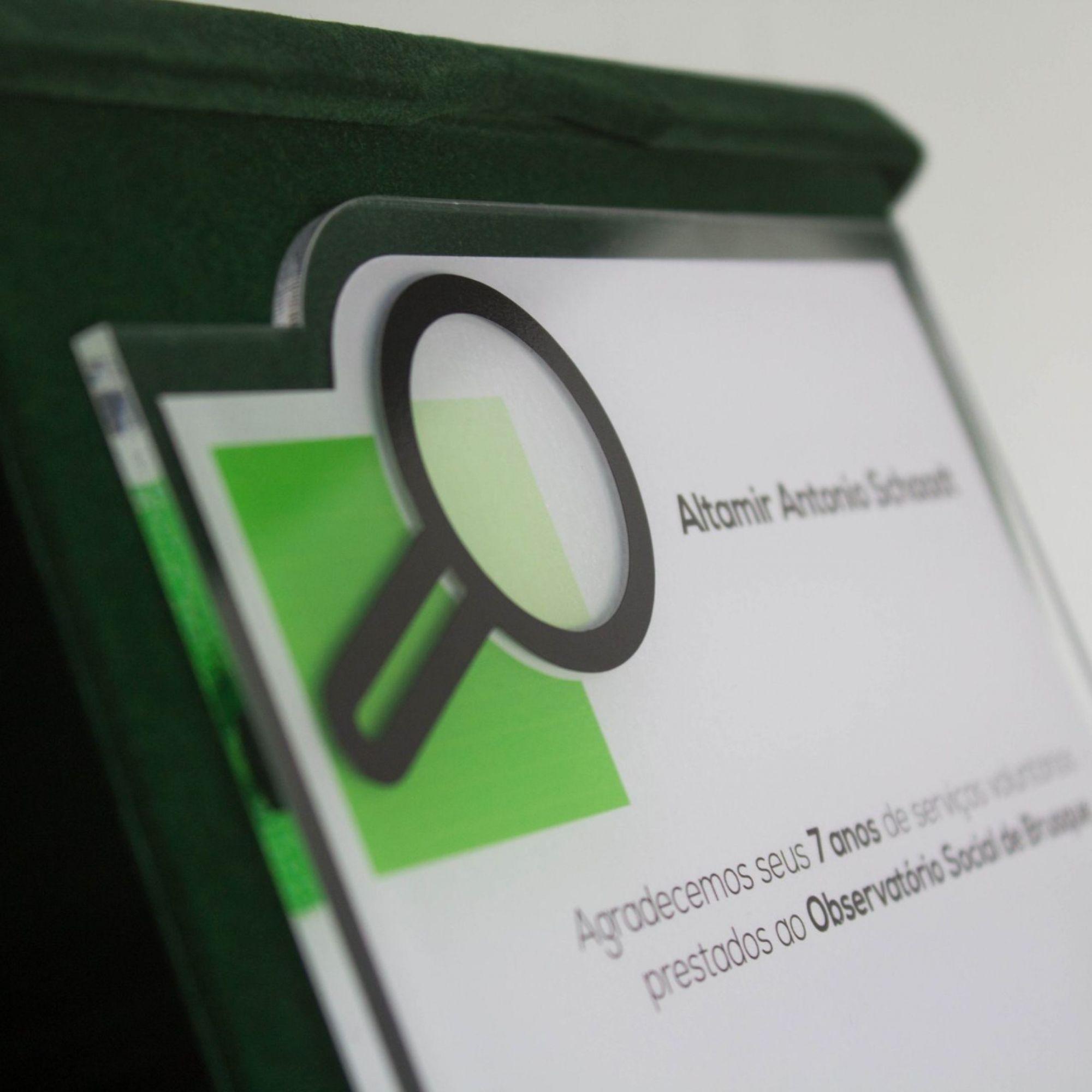 Placa de Homenagem em acrílico com estojo  - Towbar Sinalização de Segurança