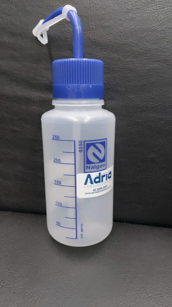 Pisseta 250 ml -- tampa azul -- Graduada em silk screen
