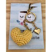 1650 - Chaveiro Amigurumi Coração Amarelo - Pingente Coração dourado - Ponto Arte