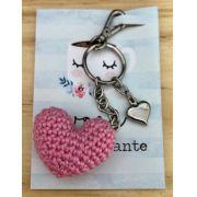 1652 - Chaveiro Amigurumi Coração Rosa Chiclete - Pingente Coração Prata - Ponto Arte
