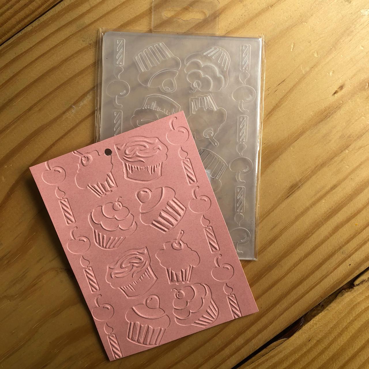 22729 - Placa de Emboss - 10,6 x 15 cm - Bolinhos e Velas