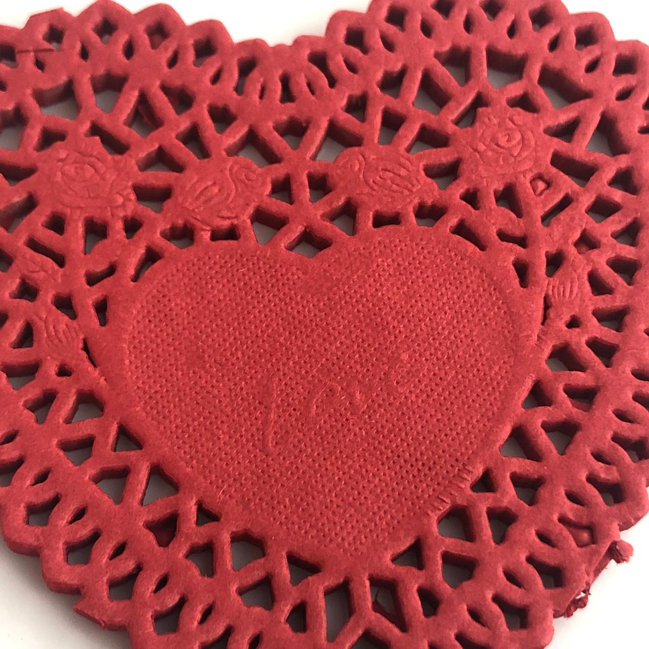 """Doily 4"""" (10 cm) - Coração vermelho - 50 unidades (PD-10CC)"""