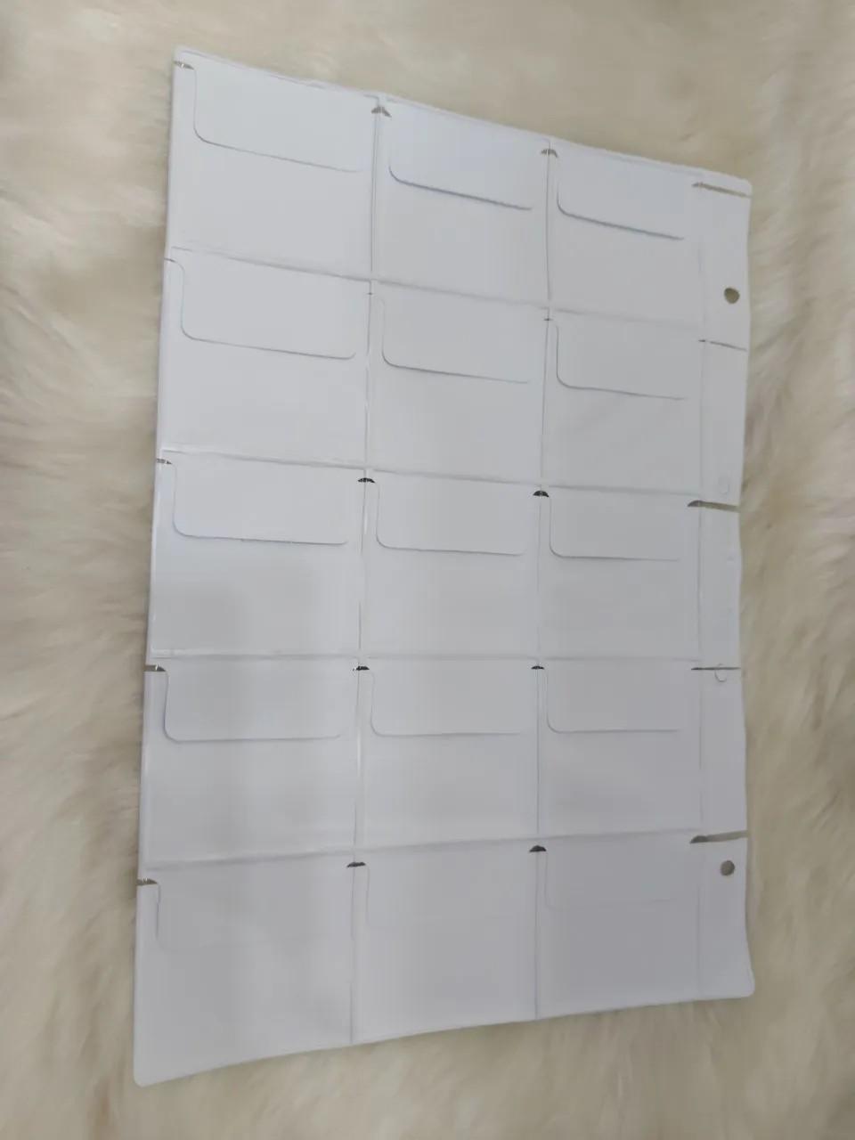 Folha plástica com 15 divisões