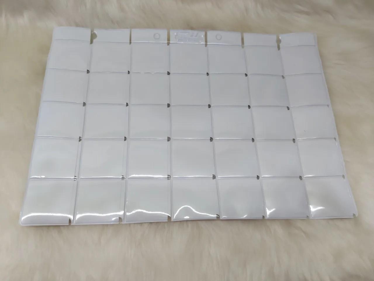 Folha plástica com 35 divisões