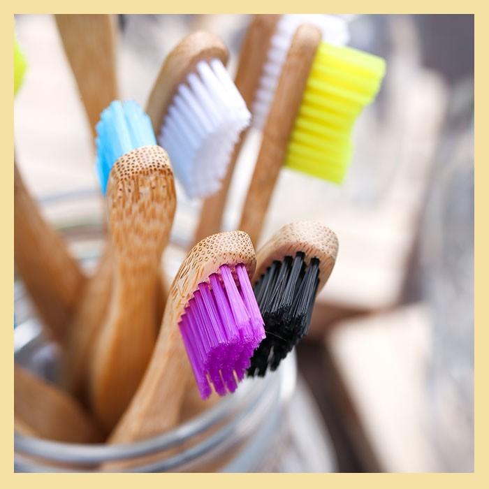Escova dental com cabo de Bambu (biodegradável)