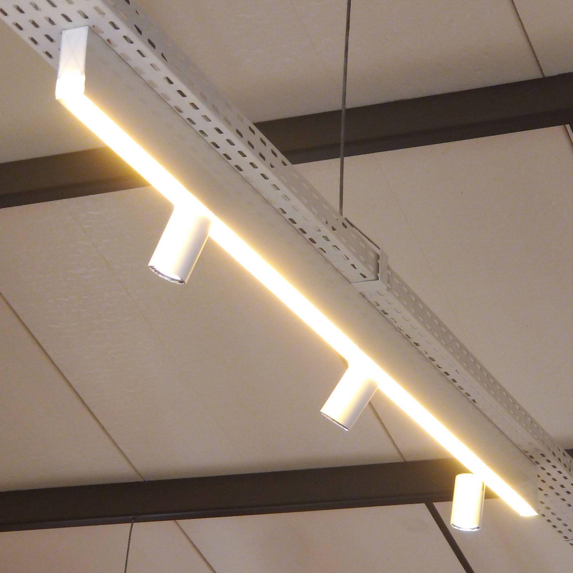 Perfil de Led Modo Sobreposto Luz Difusa + Spot Ilunato ILT0570
