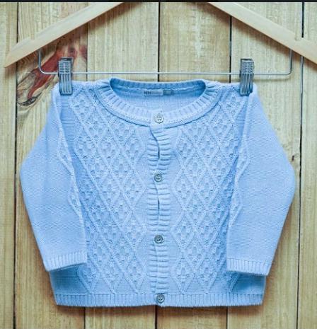 Casaco  Infantil  Em Tricot Azul Claro com Detalhes na Frente
