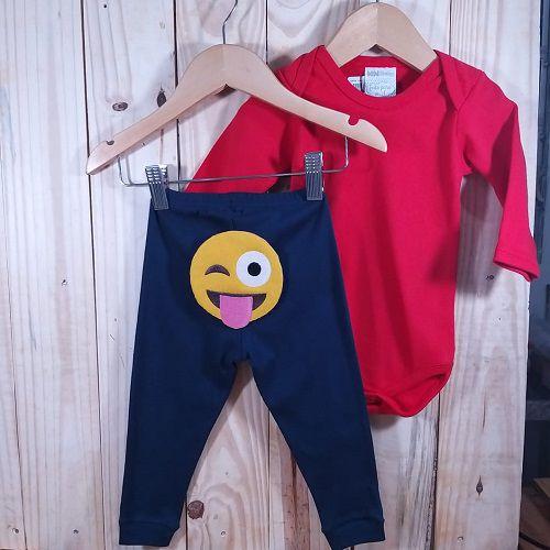 Conjunto Calça para Bebê Marinho  Emoji e Body Liso Vermelho.