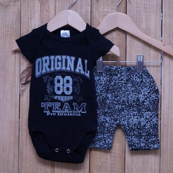 Conjunto para Bebê de Body Silk e Short Estampado Preto