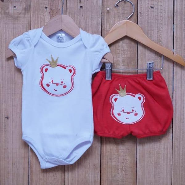 Conjunto para Bebê de Body Urso e Short com Bordado Vermelho
