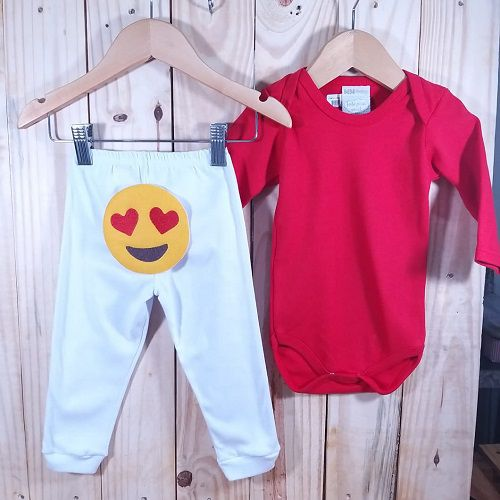 Conjunto Calça para Bebê Branco Emoji e Body Liso Vermelho.