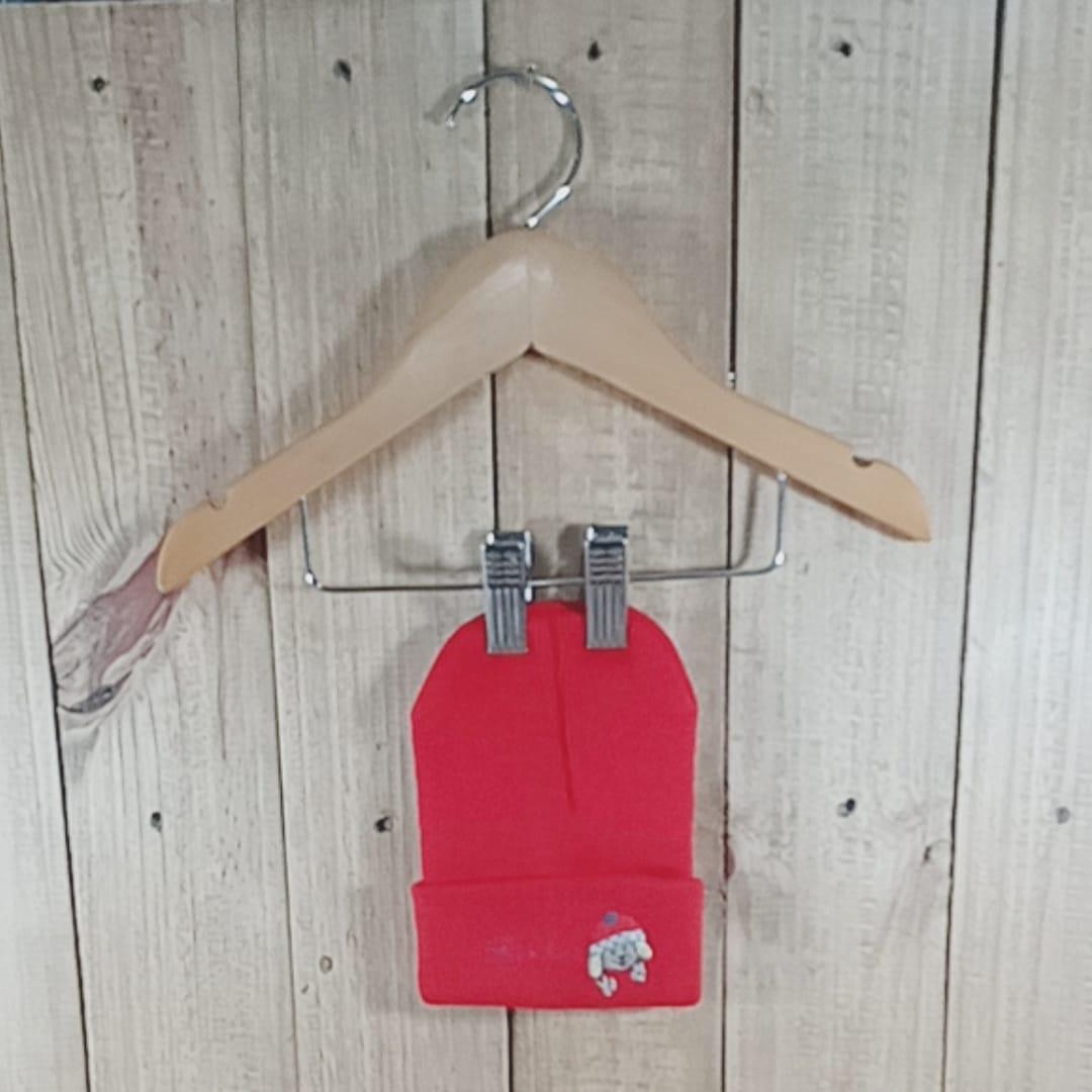 Gorro para Bebê em Tricot Com Bordado Vermelho