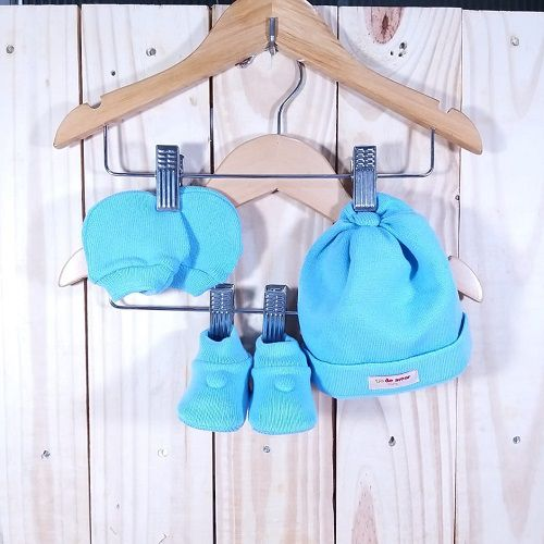 Kit para Bebê com Touca,Luva e Sapatinho  Azul Claro