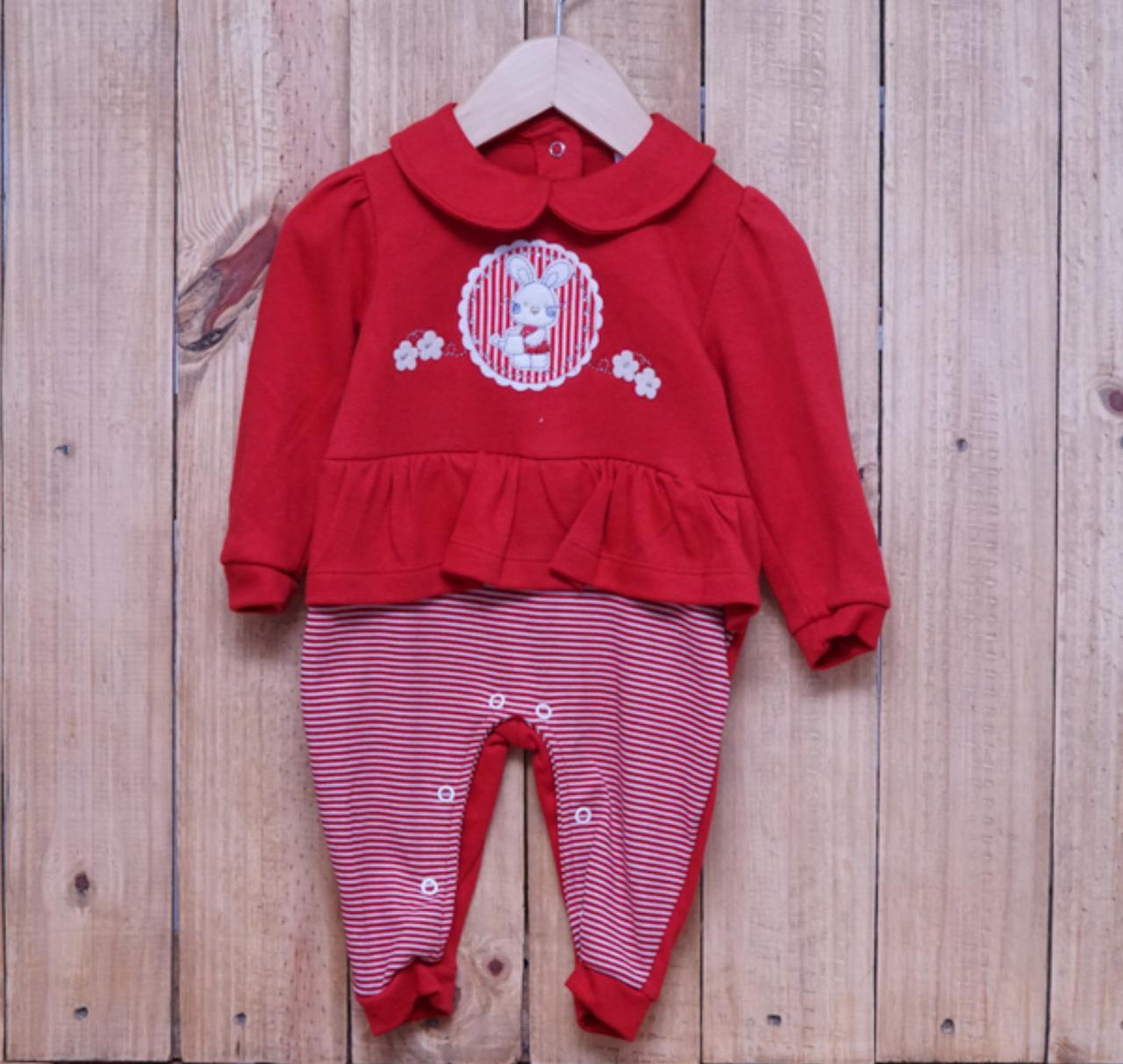 Macacão para Bebê Bordado Coelhinha com Detalhe em Strass Vermelho