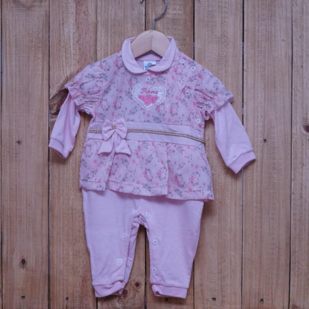 Macacão para Bebê Bordado com Detalhes em Pérolas Rosa