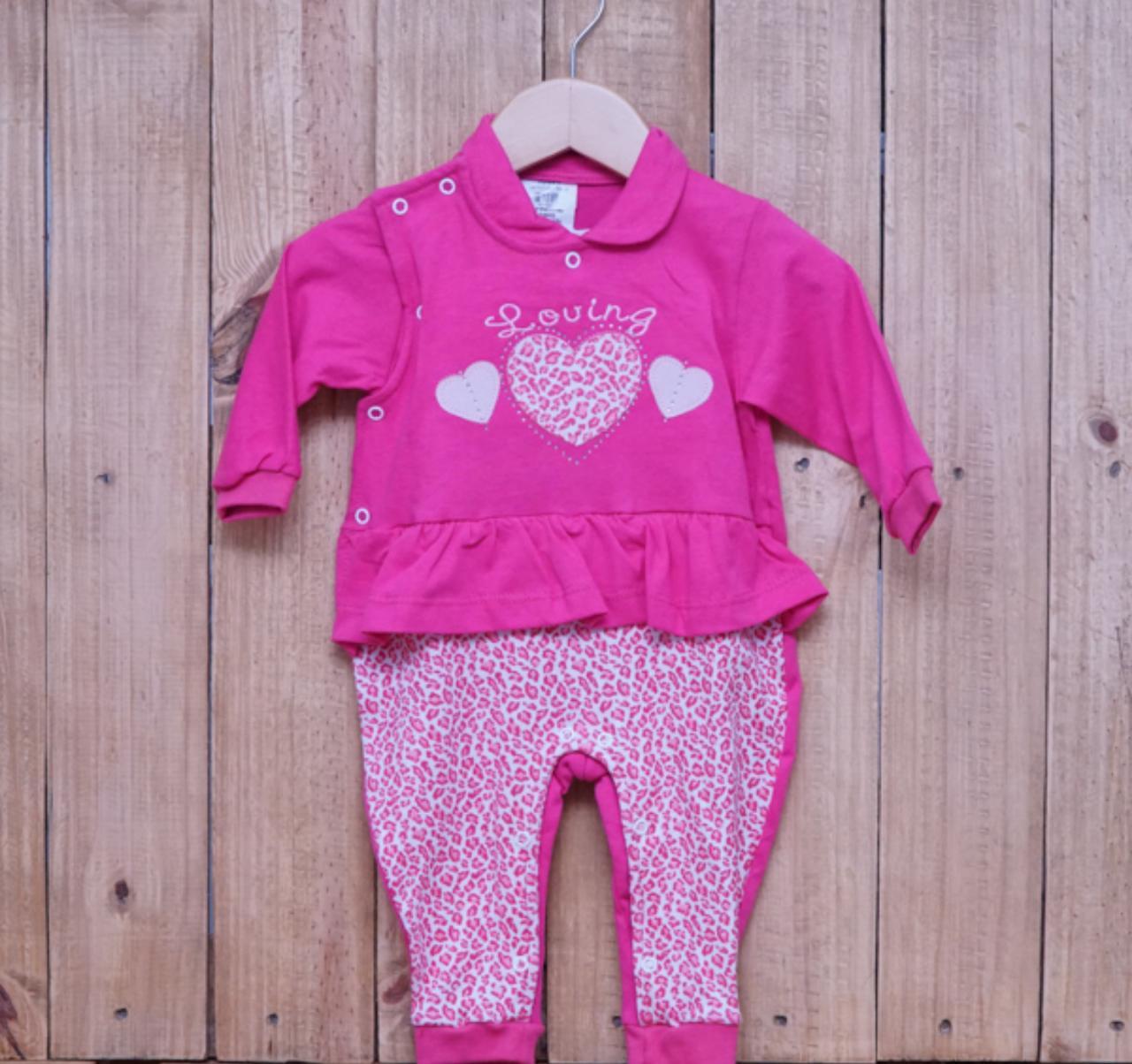 Macacão para Bebê com Bordado Coração Pink