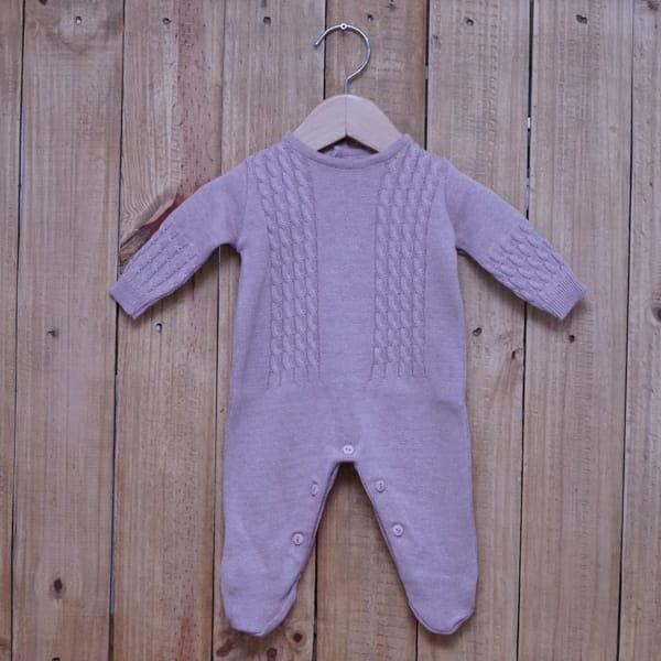 Macacão para Bebê em Tricot Trança Rosa Velho