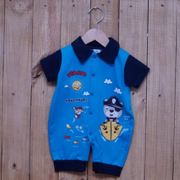 Macacão para Bebê Gola Polo Curto Estampado Pirata Azul Claro com Azul Marinho