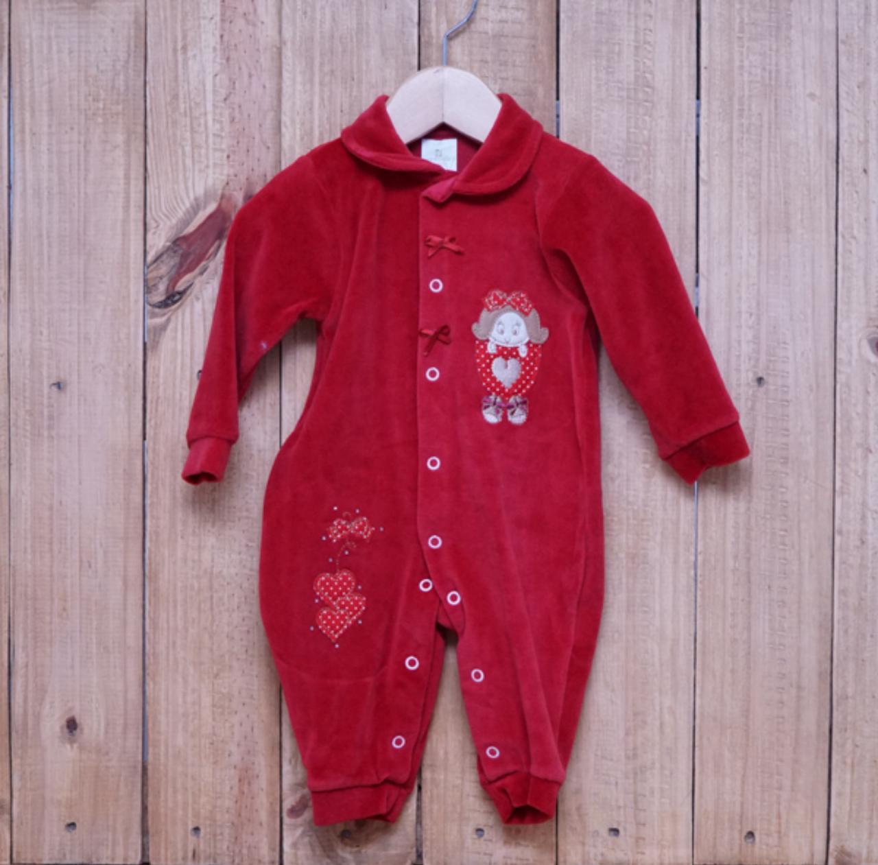 Macacão para Bebê Plush com Bordado Vermelho