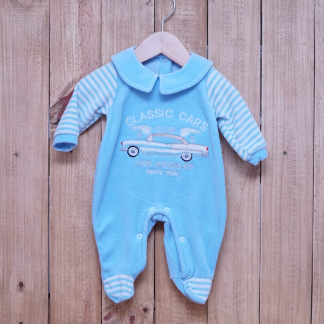 Macacão para Bebê Plush com Detalhe em Bordado Azul
