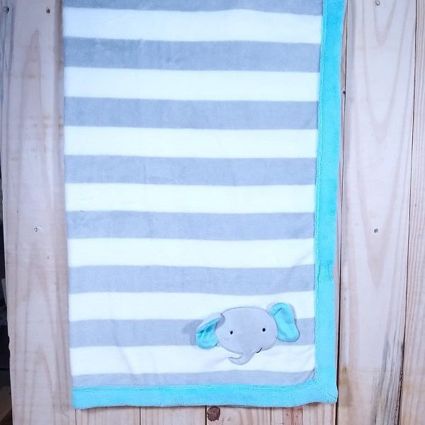 Manta  Fleece Estampada com Bordado Elefante