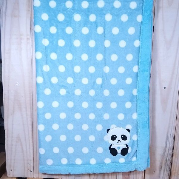 Manta  Fleece Estampada com Bordado Panda