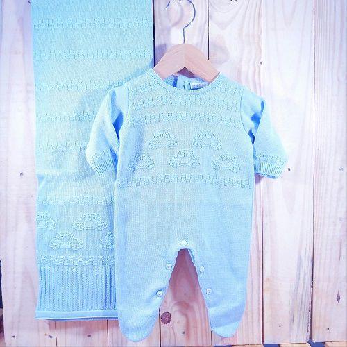 Saída Maternidade em Tricot para Bebê Azul Claro com Detalhe Fusquinha
