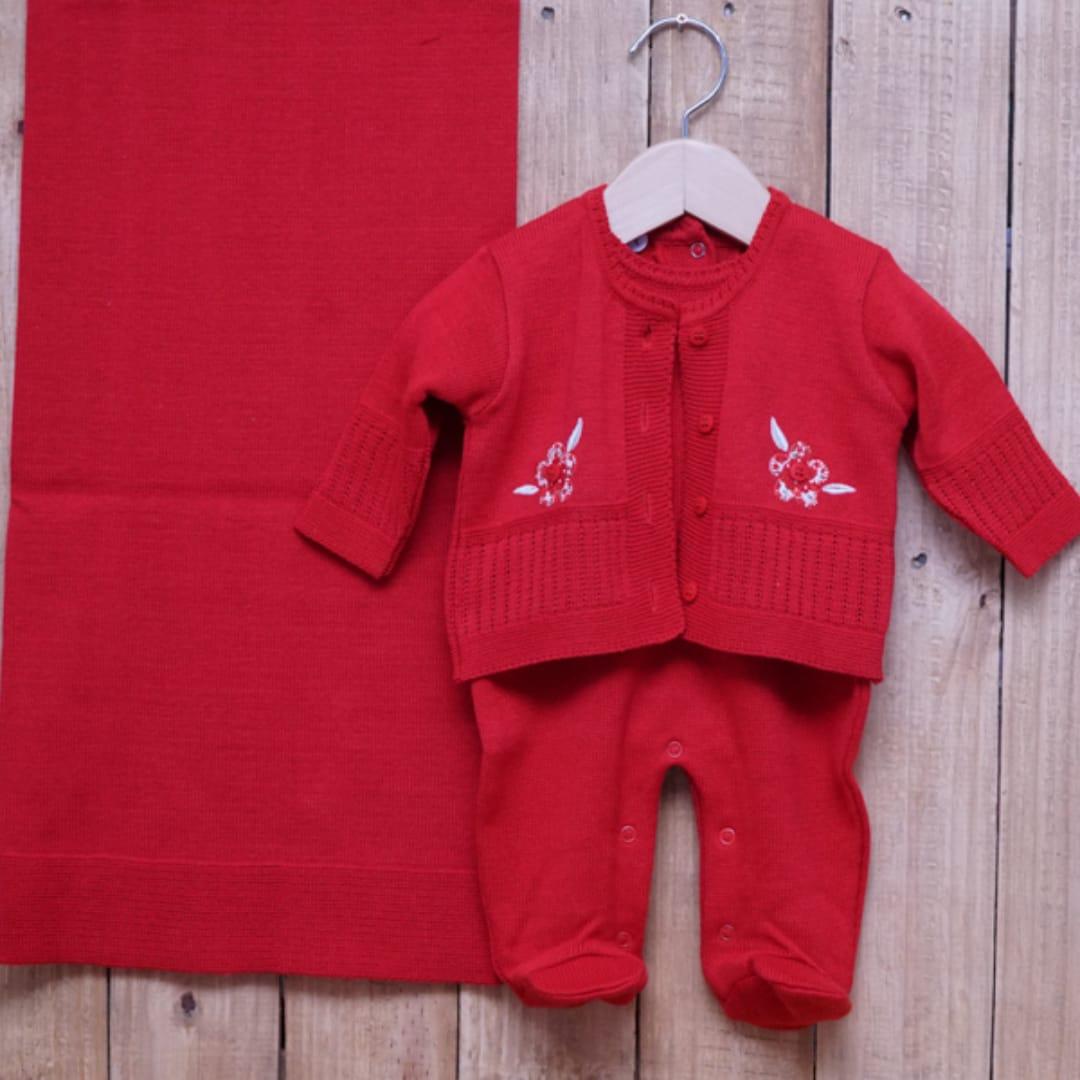 Saída Maternidade em Tricot para Bebê com Detalhe em Bordado Vermelho