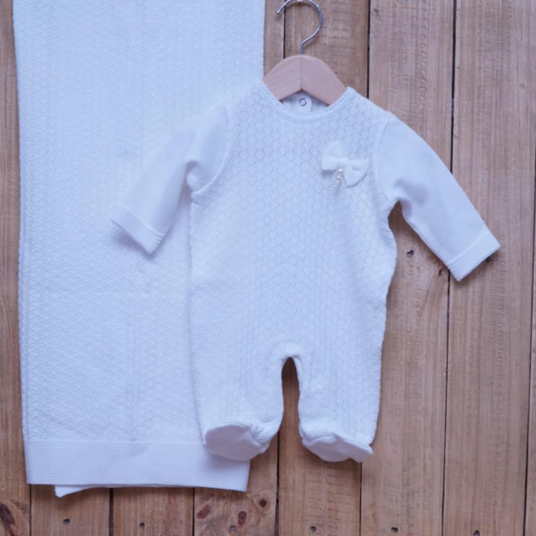 Saída Maternidade em Tricot para Bebê com Detalhe Branco