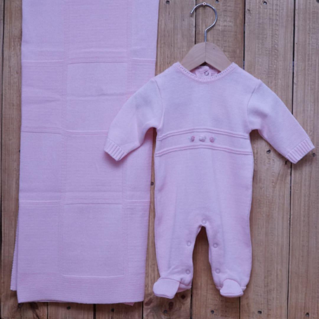 Saída Maternidade em Tricot para Bebê com Detalhe em Flores e Pérolas Rosa